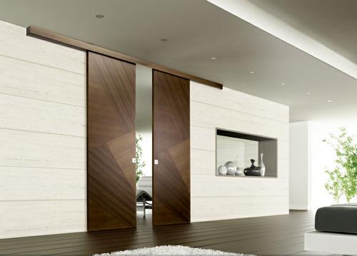 Раздвижные двери в доме.