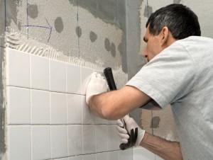 монтаж плиток на стену